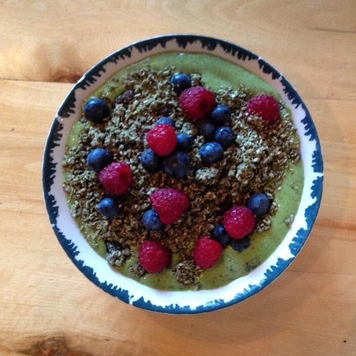 green bowl - Spinach Cashew & Hemp Smoothie Bowl