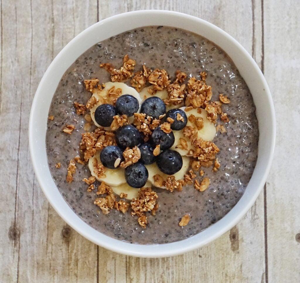 Bl Chia Breakfast Bowl Leahs Plate 1024x967 - Blueberry Chia Breakfast Bowl