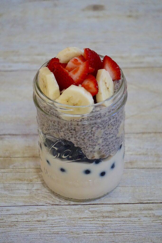 yogurt chia parfait leahs platee 683x1024 - Yogurt & Chia Parfait (gluten-free)