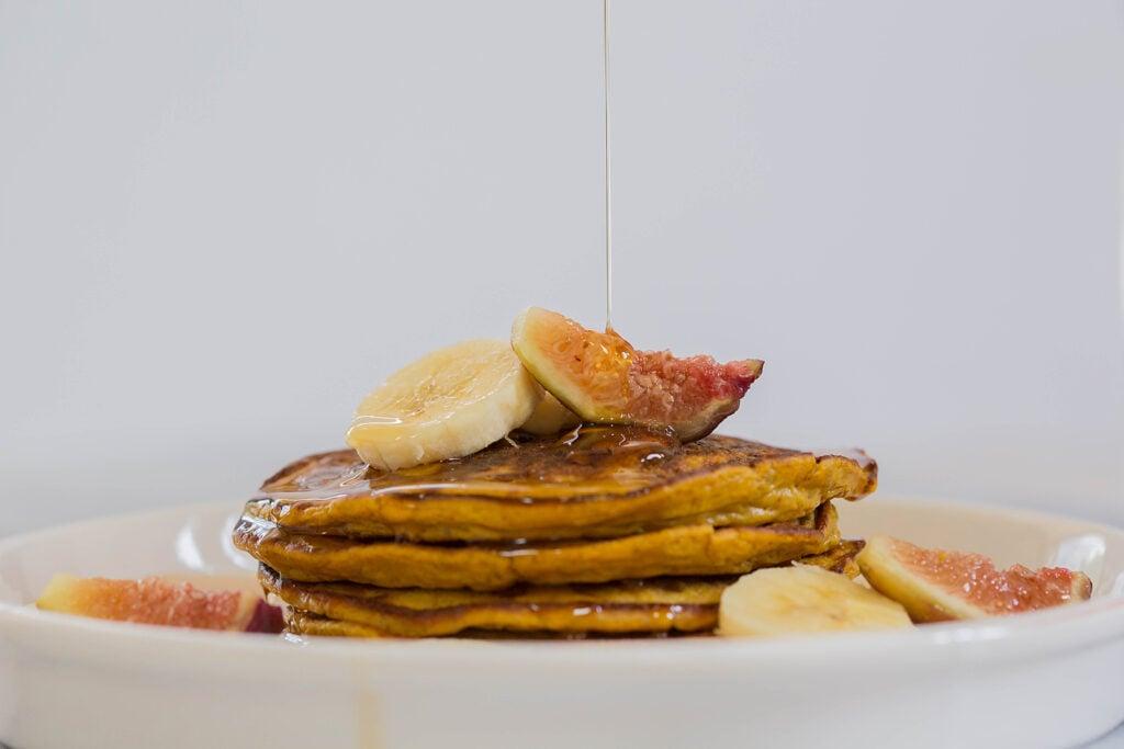 Flourless Paleo Pumpkin Pancakes by Leahs Plate2 1024x683 - Paleo Pumpkin Pancakes