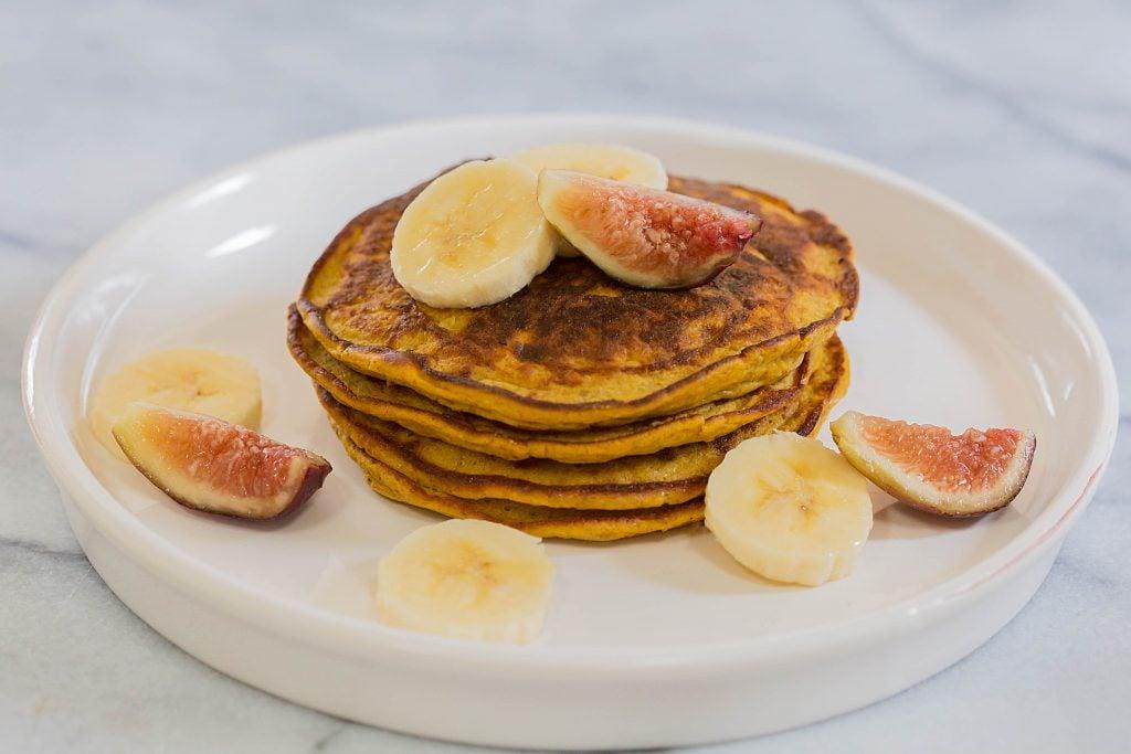 Flourless Paleo Pumpkin Pancakes by Leahs Plate5 1024x683 - Paleo Pumpkin Pancakes