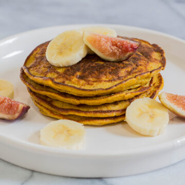 Flourless Paleo Pumpkin Pancakes by Leah's Plate