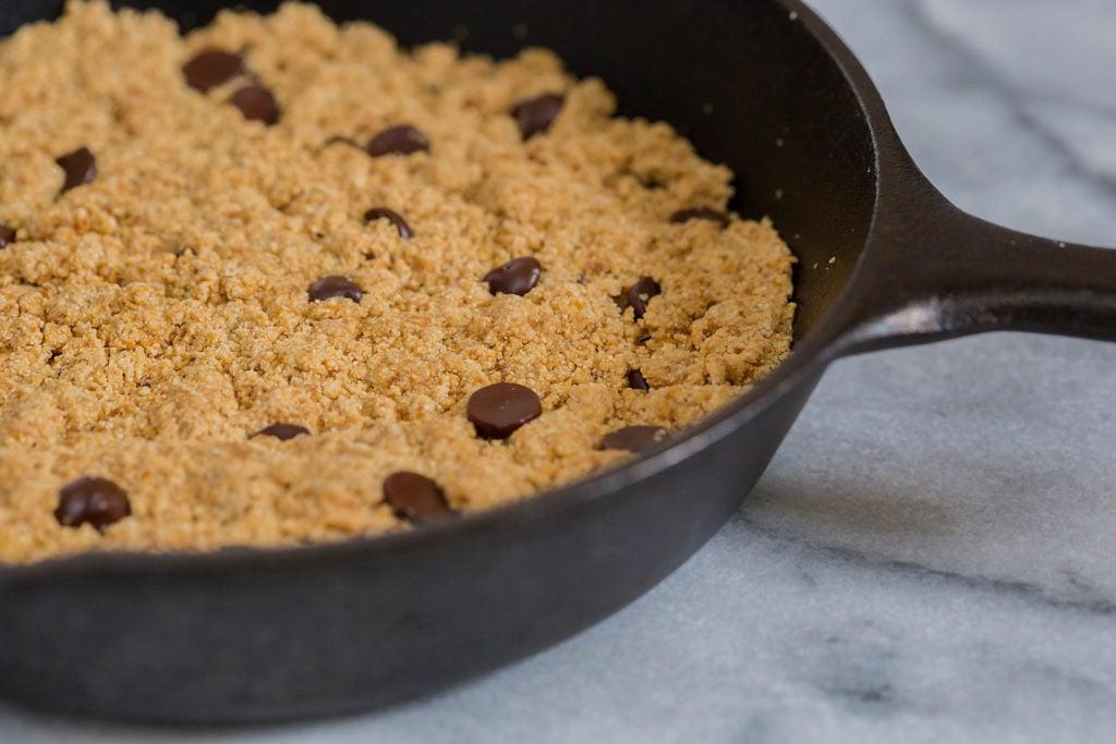 Gluten Free Chocolate Chip Cookie Skillet by Leahs Plate4 1024x683 - Gluten-Free Chocolate Chip Cookie Skillet