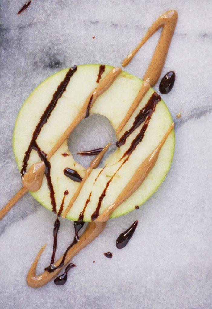 Healthy Donut Shaped Apple Snacks2 701x1024 - Healthy Donut-Shaped Apple Snacks