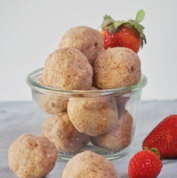 No Bake Strawberry Cheesecake Truffle Bites (Vegan & Paleo)
